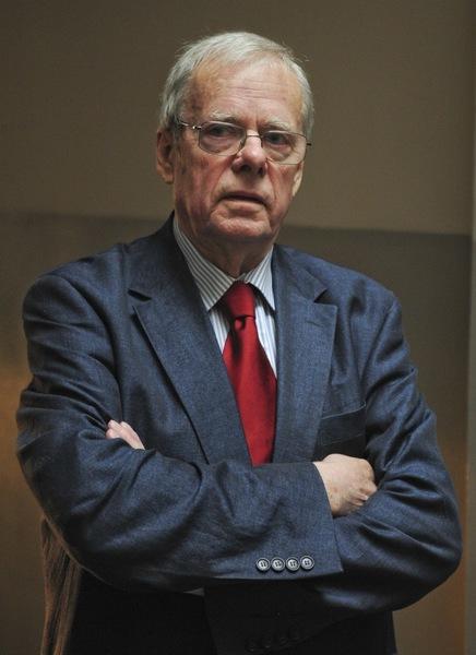 Profesor Wojciech Rowi�ski