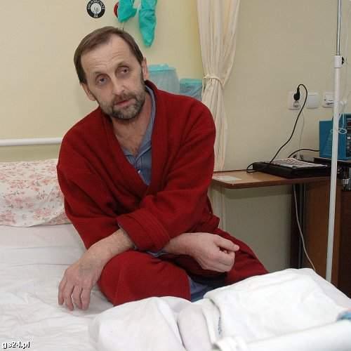 Pan Andrzej miał niemałe szczęście, że ktoś zgodził się przekazać wątrobę do transplantacji. Zabieg miał trzy miesiące temu. Wtedy spotkaliśmy go w szpitalu przy ul. Arkońskiej. (Marcin Bielecki)
