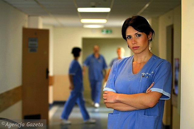 Aleksandra Woderska została nowym koordynatorem ds. transplantacji w Szpitalu Uniwersyteckim. Zanim rozpocznie rozmowy z rodzinami zmarłych, czeka ją kilka miesięcy szkoleń.Fot. Arkadiusz Wojtasiewicz / AG