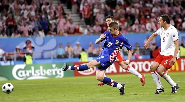 Chorwacki napastnik Ivan Klasnić w poniedziałkowym meczu z Polską został pierwszym zawodnikiem z przeszczepioną nerką, który nie tylko grał ale i strzelił gola na Mistrzostwach Europy, Klagenfurt, 16 czerwca, 2008 r.