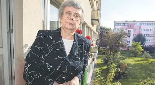 Maria Dybowska w swoim mieszkaniu w Łodzi czeka na syna, który jest jeszcze we wrocławskim szpitalu. Nerka, którą mu oddała, zaczęła pracować niemal natychmiast po operacji MARIAN ZUBRZYCKI